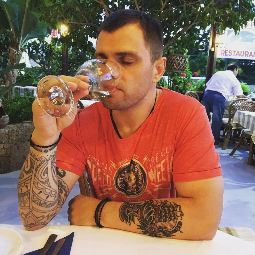 Татуировки Романа Пашкова на руке
