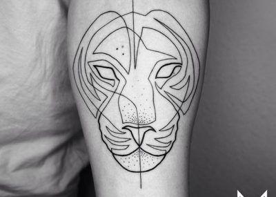 Тату лайнворк лев