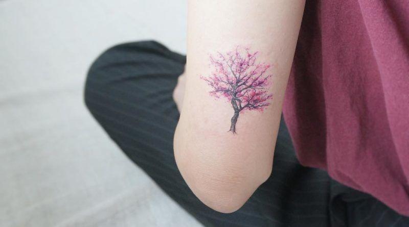 Тату минимализм дерево на руке