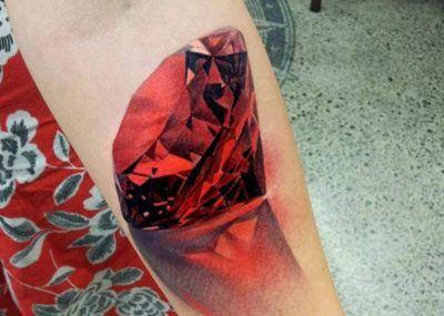 красное тату рубин