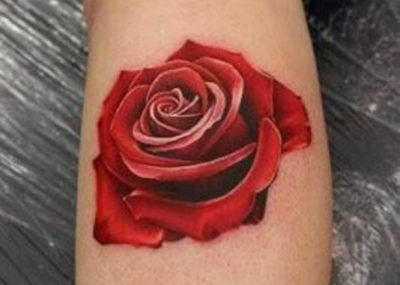 красное тату роза