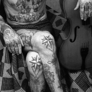 Значение тюремных татуировок на коленях