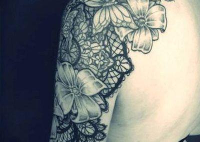 тату цветы на плече