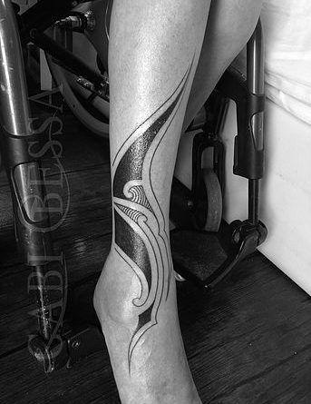 Gabi Bessa tattoo linework
