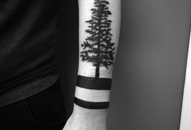 Татуировка браслет на руке дерево