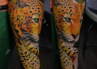 Тату акварель на руке леопард