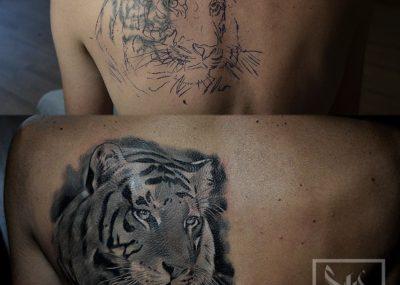 тату акварель на спине тигр