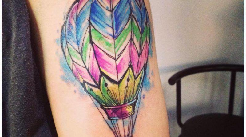Акварель и космос в тату воздушный шар