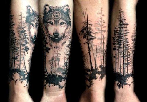 Тату с волком лес