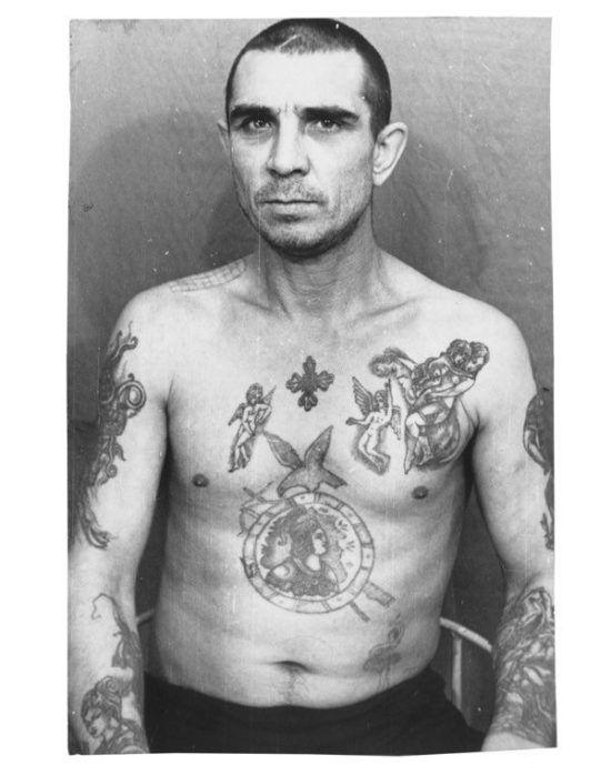 Фото из книги Аркадия Бронникова «Татуировки и их криминалистическое значение»