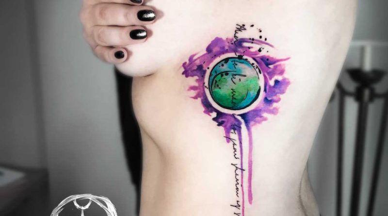 Акварельная татуировка на боку