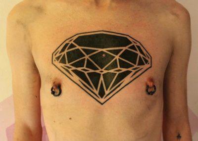тату бриллиант на груди