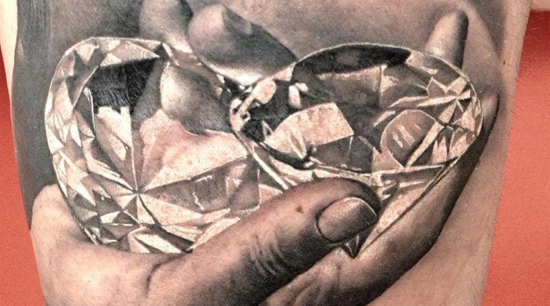 бриллианты в руках