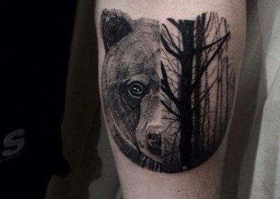 тату с медведем в лесу