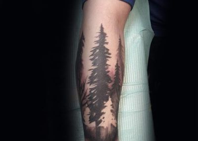 Тату с лесом на руке