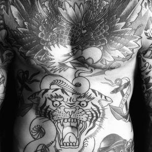 Тату для сильных: мужские татуировки на рёбрах (50 фото)