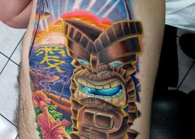 летняя татуировка на ребрах