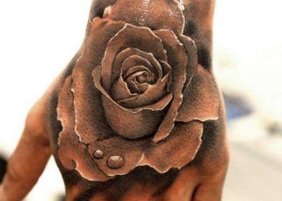 Тату на кисти роза
