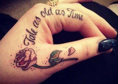 Тату на пальцах рук роза
