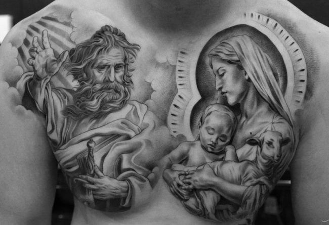 Тату с Иисусом на груди