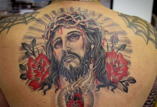 Тату с Иисусом на спине