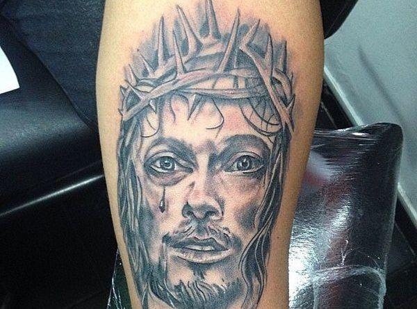 Тату с Иисусом на руке