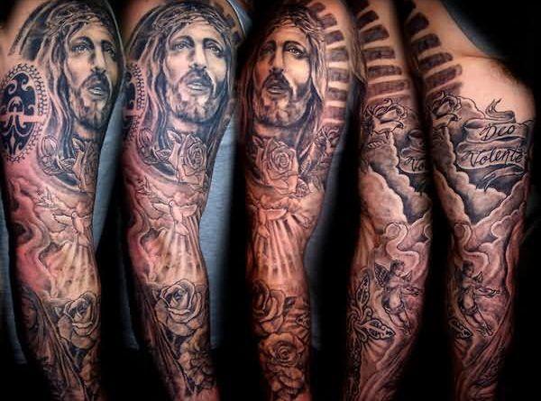 Тату с Иисусом на рукав