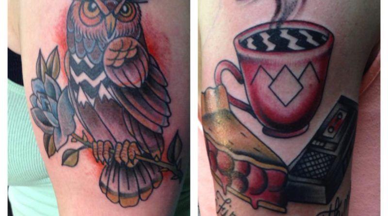 Сова, чашка кофе и вишневый пирог