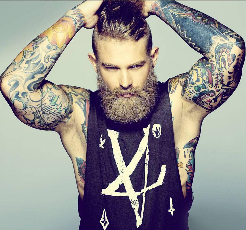 Фото брутальных парней с татуировкой