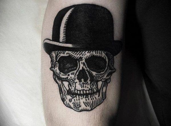 Тату с черепом в шляпе
