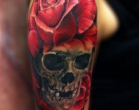 Тату с черепом и розами