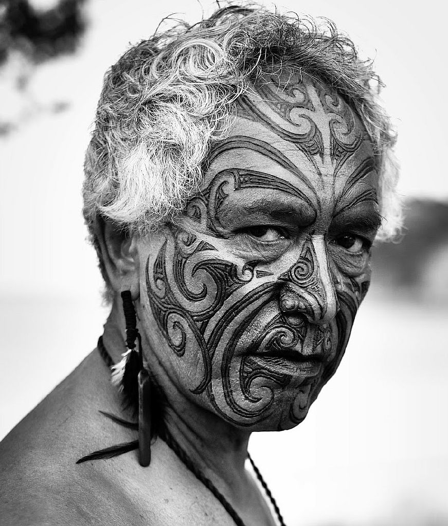 Традиционный трайбл на лице