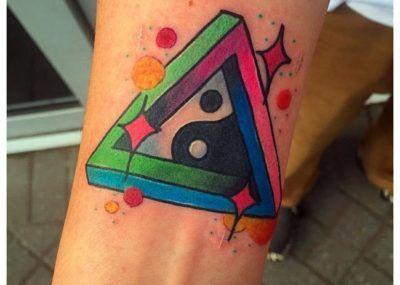 татуировки инь янь треугольник