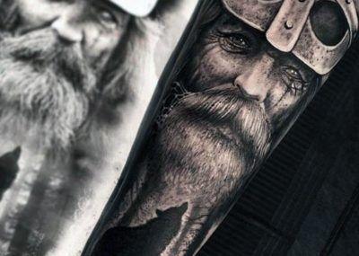 Тату на предплечье лицо викинга