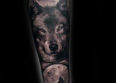 на руке муские волк предплечье