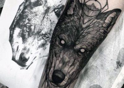 тату волк на руке