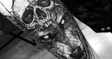 с волком на руке