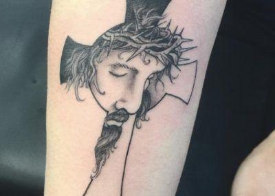 тату крест с Иисусом