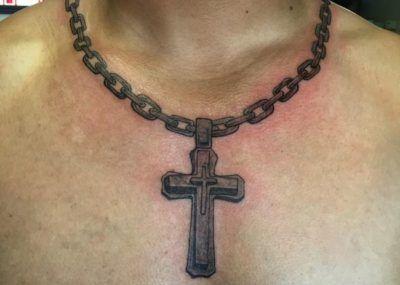 тату крест цепочка