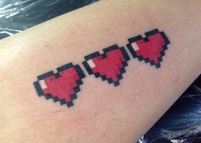 Тату минимализм пиксельные сердечки