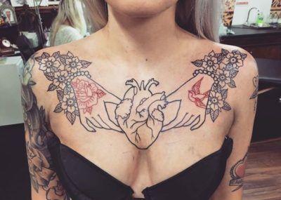 тату на груди для девушек сердце