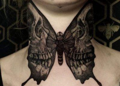 Тату на шее девушки бабочка фото