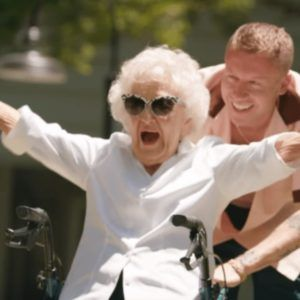 Рэпер Маклемор сделал тату в день 100-летия бабушки