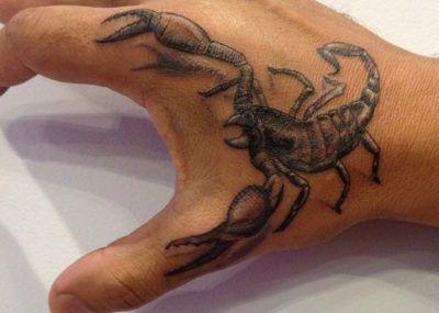 тату скорпион на руке