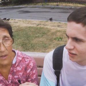 77-летняя пенсионерка хайпанула в тату-салоне (видео)