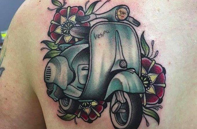 Татуировка мото скутер Веспа