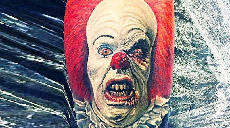 Хоррор «Оно». Танцующий клоун Пеннивайз в татуировках