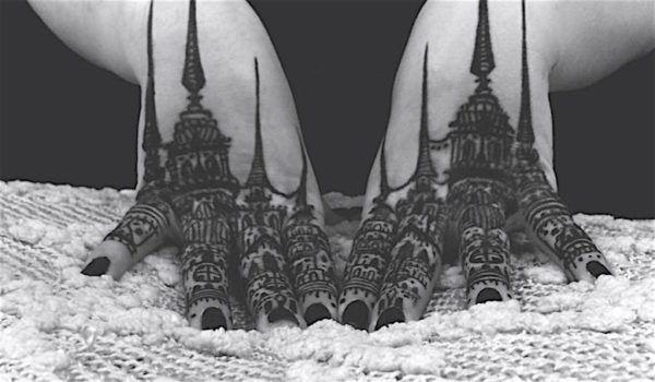 Готические замки в татуировках Houston Patton Фото на пальцах