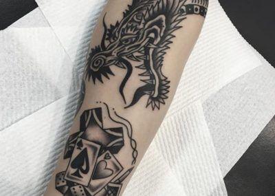 татуировка с головой дракона