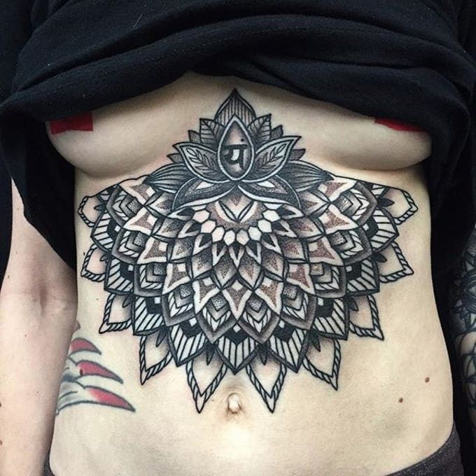Тату Лотос. Фото и значение татуировки с цветком лотоса под грудью